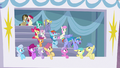 Bow Hothoof's cheering attracts ponies' eyes S7E7.png