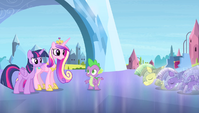 Crystal royal guards backing away S4E24