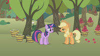 "Applejack ""howdy, Twilight"" S1E04"