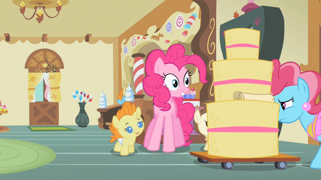 File:Pinkie Pie eyes cake S2E13.png