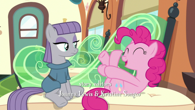 File:Pinkie wiggling her back hooves S7E4.png