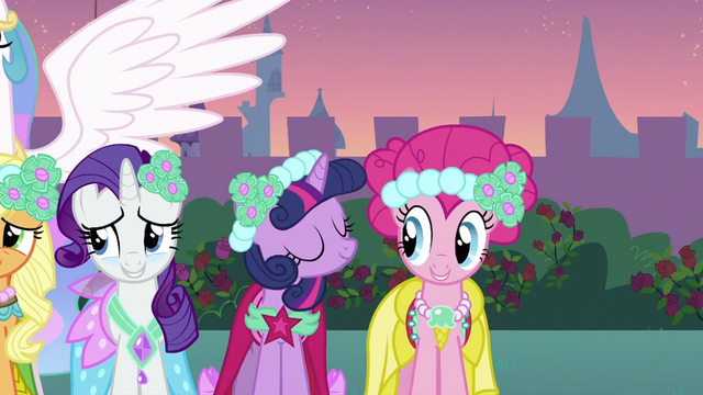 File:Twilight and Pinkie S2E26.png