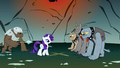 Rarity in front of the Diamond Dogs S1E19.png