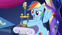 Rainbow Dash puts trophy on display S5E3