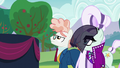 Svengallop and Coloratura looking at the stage S5E24.png