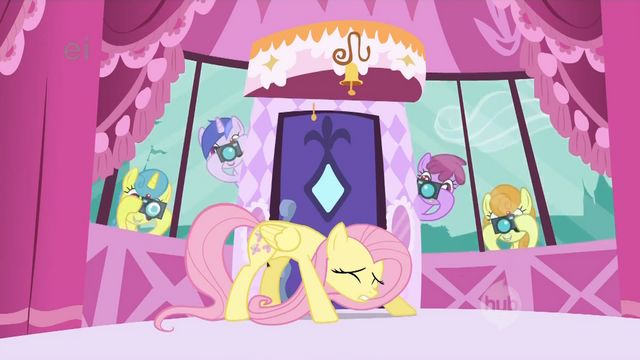 File:Ponies take pictures of Fluttershy S1E20.png