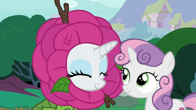 File:Rarity nodding in agreement S7E6.png