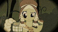 Young Granny Smith holding a zap apple S2E12