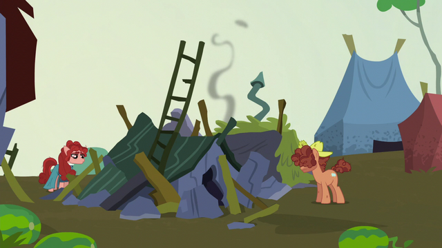 File:Hooffield farmhouse in ruins S5E23.png