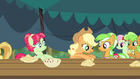 Applejack slide to the left S3E8
