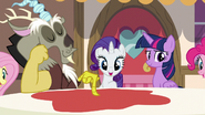 Discord magically turns the tablecloth red S5E22
