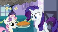 Sweetie Belle holding a pie S2E5