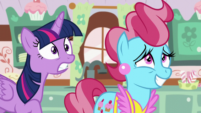 File:Twilight teleports at the counter S5E11.png