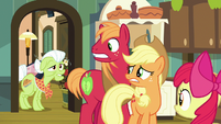 Granny Smith enters the kitchen S7E13