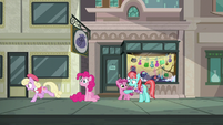 Luckette runs away from Pinkie Pie S6E3