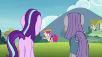 Maud and Starlight looking at Pinkie S7E4
