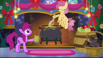 Ponies 'So busy making merry' S06E08