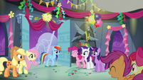 Rainbow arrives to her surprise party S6E7