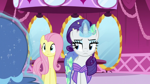 File:Rarity magically pushes the rack away S5E21.png