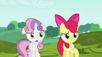 Sweetie Belle impressed by Applejack's cart S6E14