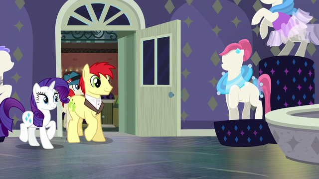 File:Rarity watches ponies enter the boutique S6E9.png