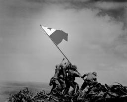 File:Raising the esperanto flag on ivujimo.png