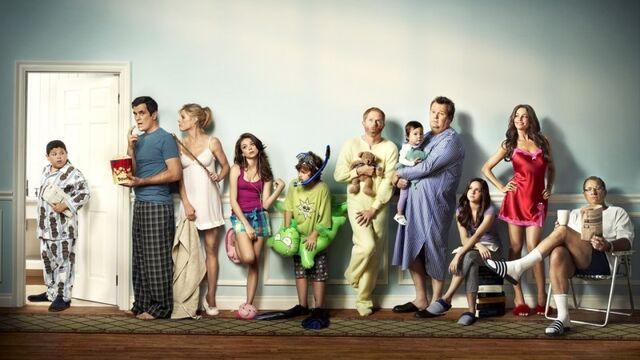 File:Modern Family - cast.jpg