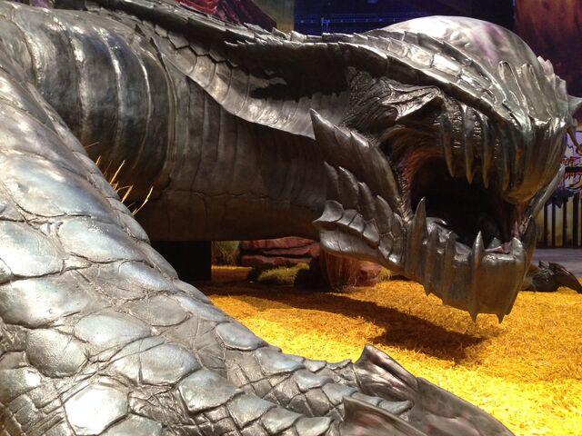 File:MH4U-Gore Magala E3 2014 Statue 001.jpg