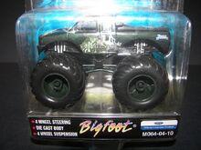 M064-04-10 Bigfoot-Van Helsing (2)