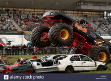 Monster-truck-crushing-cars-bigfoot-suv-four-by-4-4x4-four-wheel-drive-ABX6AX