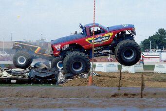 131 0709 12 z+1977 2007 anniversary monster truck+micro machines