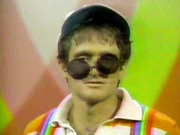 File:Laugh-In 1977 Robin Williams 05.jpg