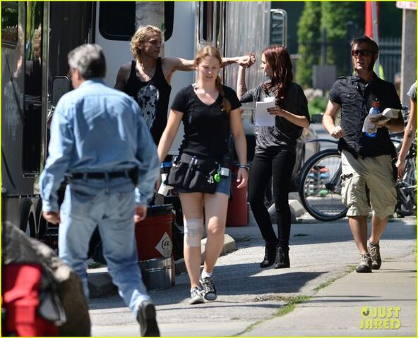 File:Lily-collins-jamie-campbell-bower-kiss-on-set-06.jpg