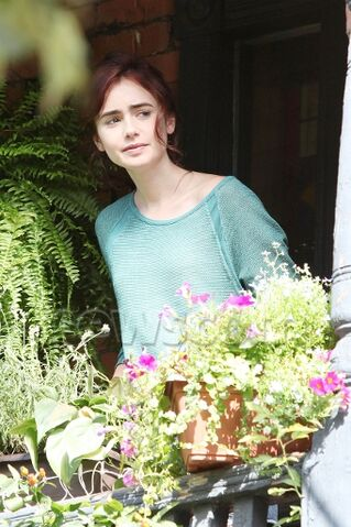 File:Lilly Collins.jpg