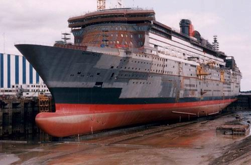 File:Queen Mary in the docks.jpg