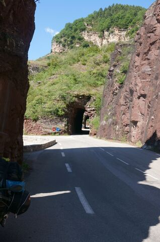 Datei:Tunnels.jpg