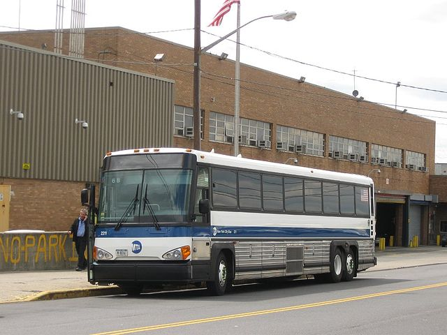 File:MTA New York City Bus MCI D4500CT 2211.jpg
