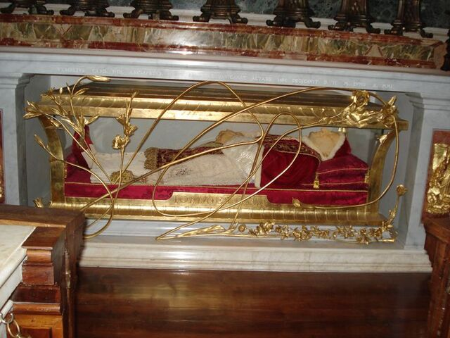 File:Pope-john-paul-xxiii-s-tomb-photo 988552-770tall.jpg