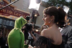 Kermit&PenélopeCruz-(2011-05-09)