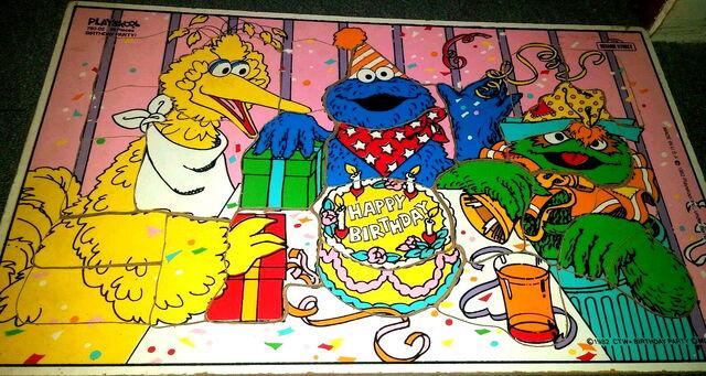 File:Playskool 1982 birthday party puzzle.jpg