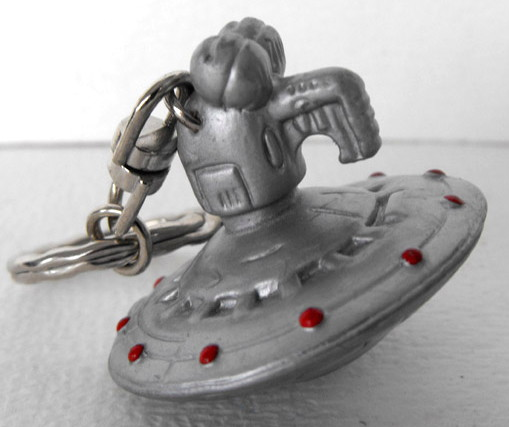 File:Igel 2000 germany muppets from space mfs gonzo spaceship keychain.jpg