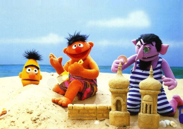 File:Ernie bert beach.jpg