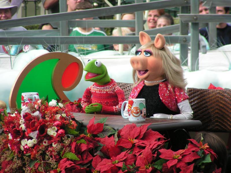 Disney Parks Christmas Day Parade | Muppet Wiki | Fandom ...
