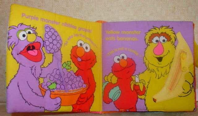 File:Elmo and the monsters 2.jpg