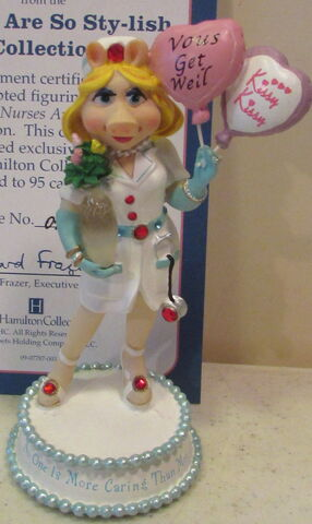 File:Hamilton collection 2007 miss piggy nurses are so sty-lish figurine no one is more caring than moi.jpg