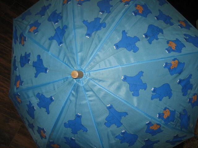 File:Hatley cookie monster umbrella 1.jpg