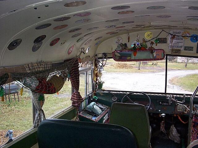 File:Em-Bus10.jpg