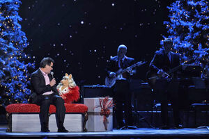 CMA-Country-Christmas-MissPiggy&VinceGill-(2011-11-10)-03