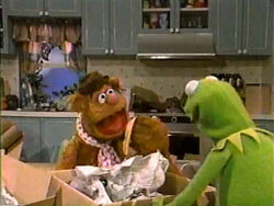 Kermit-fozzie-bottles-cans