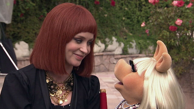 File:Emily Blunt and Miss Piggy.jpg
